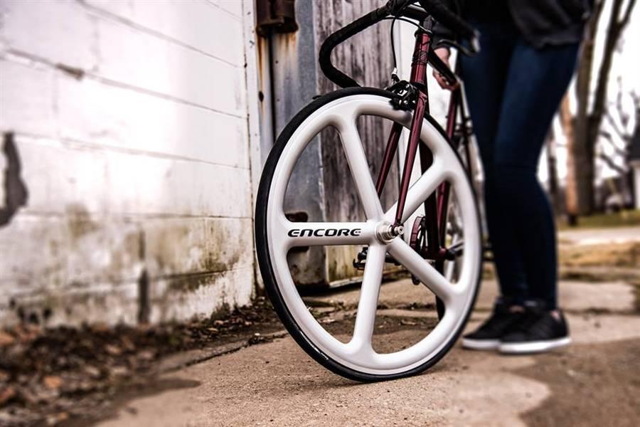 5-spoke carbon fibre Encore wheels