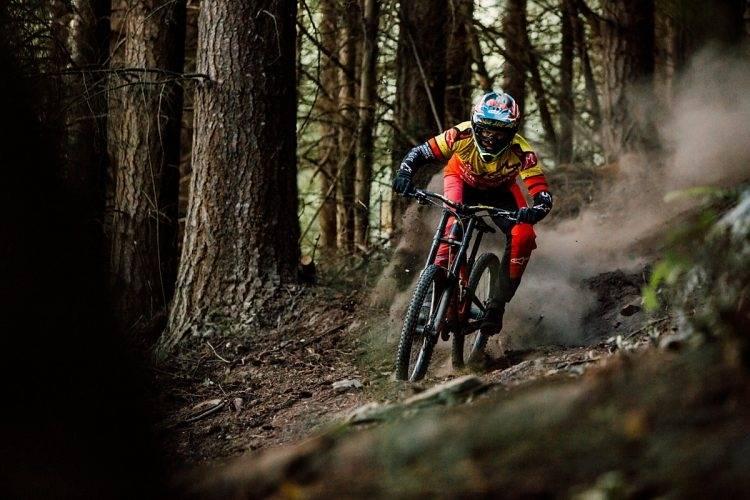 Kenda presenta Hellkat e Helldiver, le novità 2017 per il downhill.